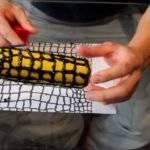Валик с имитацией кожи крокодила своими руками